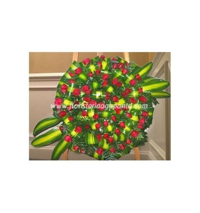 Wreath with red roses