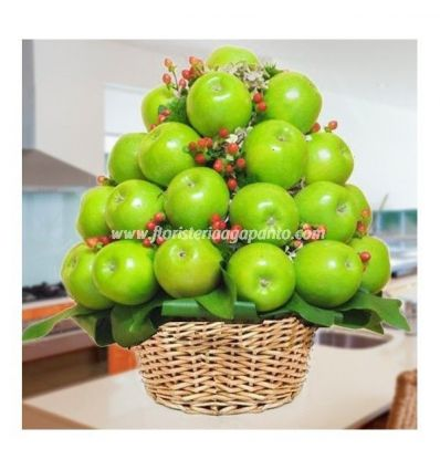 Decorative basket in apple